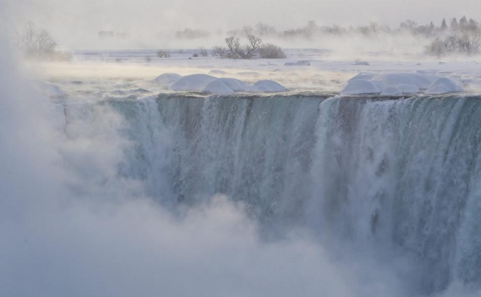 尼亚加拉瀑布遭遇冰封